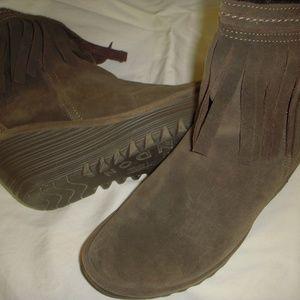 Fly London Yagi Fringed Suede Boots- Olive Size 40